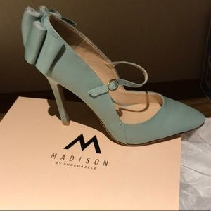 Sexy Sage Heels with Bow- NWT